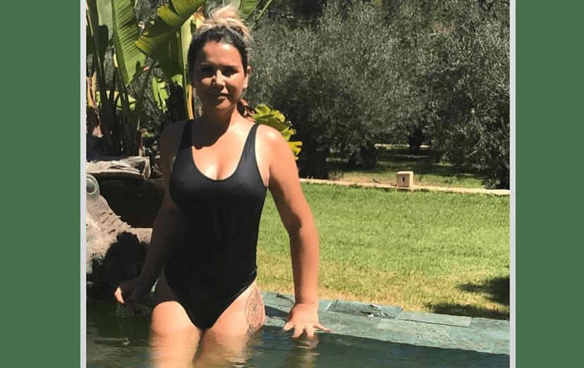 Katia Aveiro na piscina da casa alugada por Ronaldo, em Ibiza