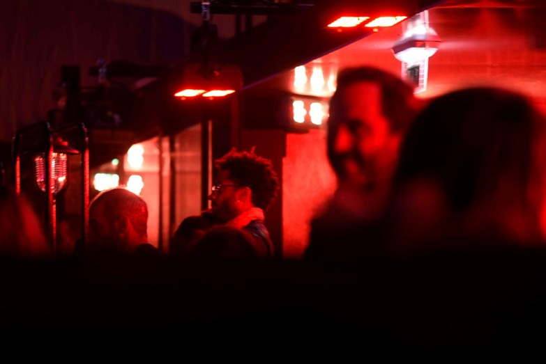 Guillaume Lallung a assistir ao espectáculo enquanto Rita estava na fila da frente no segundo andar da EDP