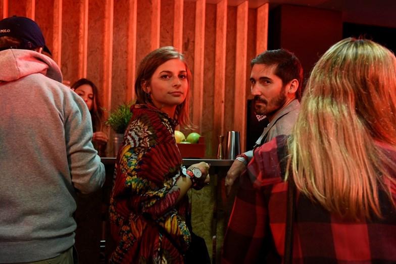 Benedita Pereira com o amigo com quem na noite anterior tinha trocado alguns beijos