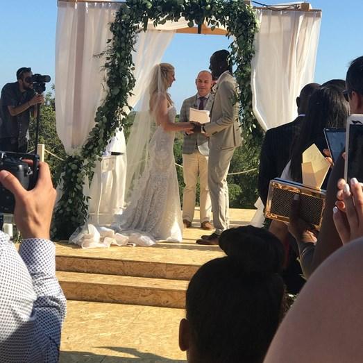 O pedido de casamento aconteceu no passado mês de maio, após um ano de namoro