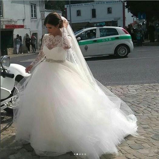 Maria Luís Barros feliz no dia do seu casamento