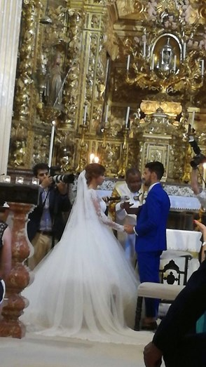 Pizzi e mulher durante o casamento