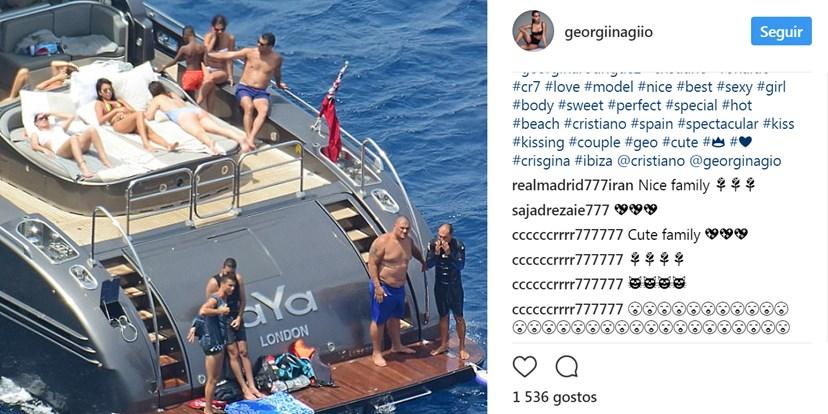 Família Aveiro reunida no iate em Ibiza