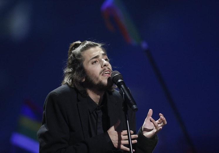 Salvador Sobral vaiado em concerto
