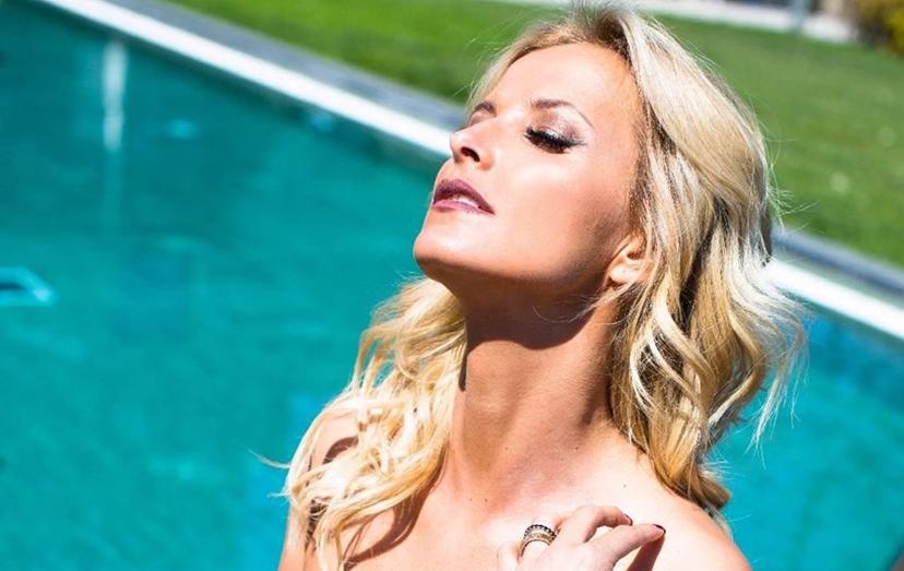 Aos 39 anos, Cristina Ferreira mostra toda a sua sensualidade e está associada a diversas marcas, dos mais variados produtos.