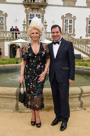 Lili Caneças e o pai da noiva, Carlos Magalhães