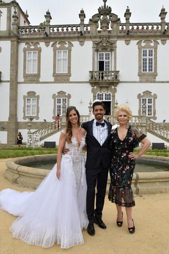 Lili Caneças com os noivos