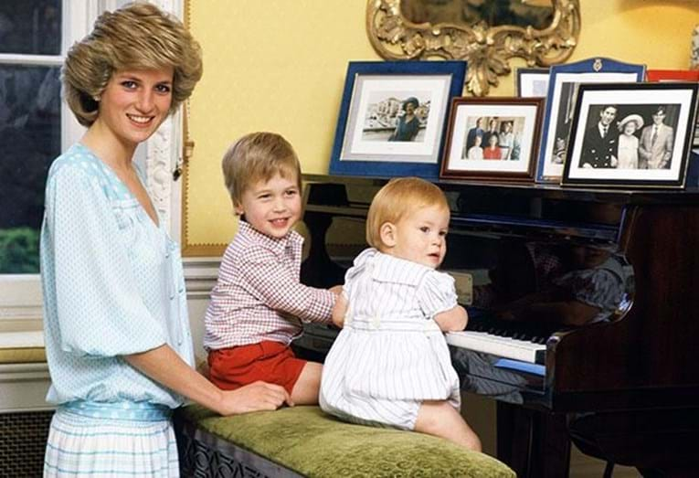 A princesa Diana com os filhos, William e Harry