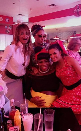 Ciara, La La Anthony, Serena Williams e Eva Longoria divertidas durante o baby shower