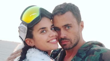 Sara Sampaio e Oliver Ripley no festival Burning Man 2017