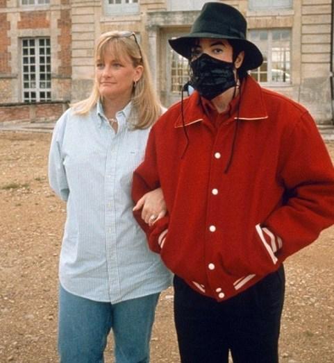 Ex-mulher de Michael Jackson termina quimioterapia - Mundo - FLASH!
