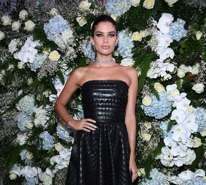 Sara Sampaio com vestido sensual em festa da Semana de Alta-Costura de Paris 047a29a599