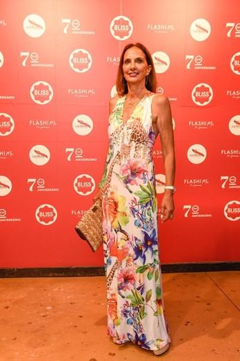 Vestidos longos: a grande tendência nas festas deste verão