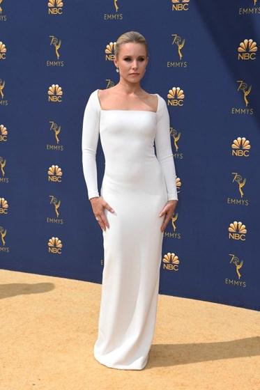Do branco ao nude na passadeira vermelha dos Emmy Awards