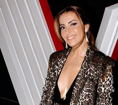 Sem soutien! Catarina Furtado usa decote vertiginoso em gala do 'The Voice'