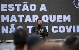 Arrepiante! Ljubomir Stanisic consola colega que chora durante greve de fome