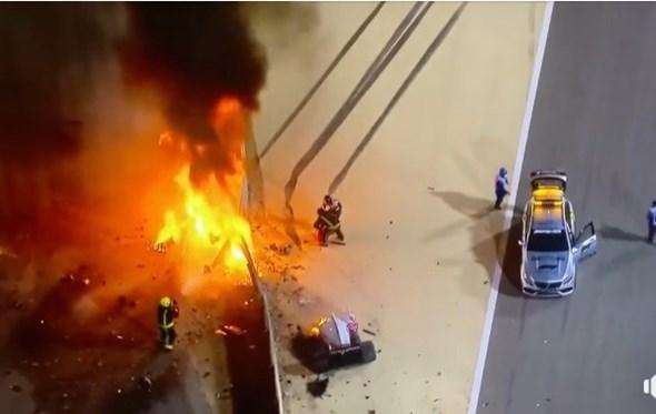 Que sorte estar vivo! Fórmula 1 partiu-se ao meio e incendiou-se… mas piloto saiu ileso