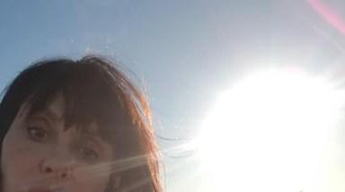 As selfies de Manuela Moura Guedes junto ao rio