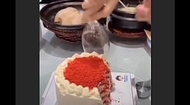 A divertida sugestão de Dália Madruga para cortar bolos de festa