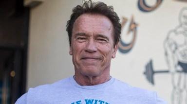'Venha comigo, se quiser viver!'. Vídeo de Schwarzenegger a tomar vacina torna-se viral