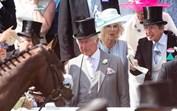 A extravagância de Royal Ascot está de volta com a presença da família real... mas com uma ausência de peso